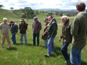 Local graziers see for themselves how production from native pastures increased at the Warrak Supporting Site.